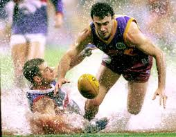 Nigel Lappin in action against the Western Bulldogs